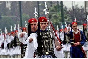 Φρούριο η Αθήνα για τη στρατιωτική παρέλαση της 25ης Μαρτίου -4.000 αστυνομικοί, ελικόπτερα και drones