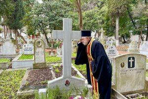 Ο Αρχιεπίσκοπος Αμερικής Ελπιδοφόρος τέλεσε Τρισάγιο στον τάφο του πατέρα του Βασίλη Λαμπρυνιάδη