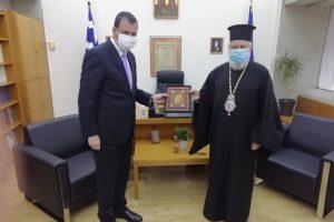 Εθιμοτυπική επίσκεψη του Μητροπολίτη Σύρου στο Κοσμήτορα της Θεολογικής Σχολής