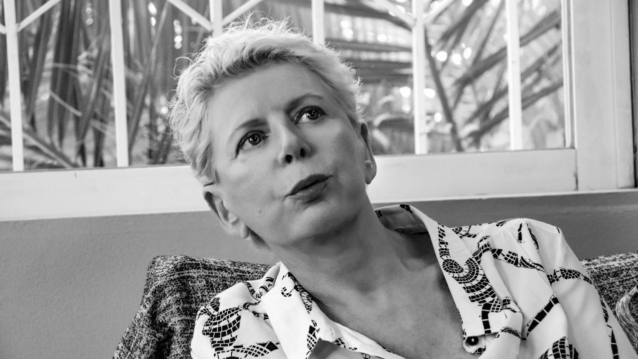 Η Έλενα Ακρίτα έχει άποψη και για την μισθοδοσία των Ιεροψαλτών και των νεωκόρων..