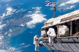 Συγκινητικό: Αστροναύτες ανέβασαν ελληνική σημαία στον διεθνή διαστημικό σταθμό