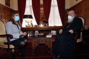 Επίσκεψη υφυπουργού υγείας στον Αρχιεπίσκοπο