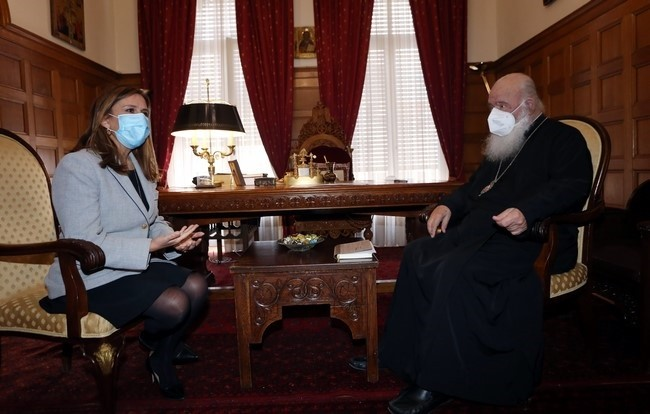 You are currently viewing Επίσκεψη υφυπουργού υγείας στον Αρχιεπίσκοπο