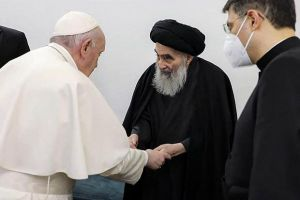 """Πάπας Φραγκίσκος: """"Ανυπολόγιστη ζημιά η φυγή των Χριστιανών από την Μ. Ανατολή"""" – Συνάντηση με τον εμβληματικό Αγιατολάχ Αλ Σιστάνι"""