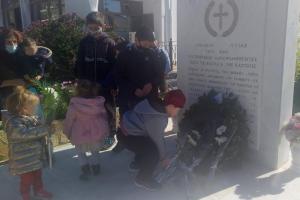 Κεστρίνη Θεσπρωτίας: Παιδάκια άφησαν από ένα λουλούδι για τα 200 χρόνια από το '21