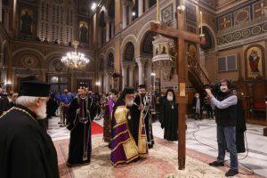 Η Ακολουθία των Αγίων Παθών στον Καθεδρικό Ναό Αθηνών