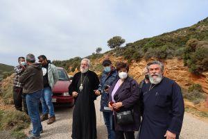 Ο Μητροπολίτης Σύρου Δωρόθεος  στις πληττόμενες από την πυρκαϊά περιοχές Ατένι και Ρέματα Άνδρου