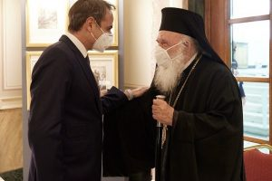 Τετ-α-τετ Πρωθυπουργού Αρχιεπισκόπου στη Βουλή- Συνομίλησαν  για τον εκκλησιασμό του Πάσχα