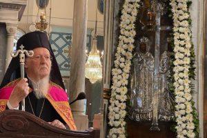 Ο Οικουμενικός Πατριάρχης στον πανηγυρίζοντα Ι. Ναό Αγίων Κωνσταντίνου και Ελένης Σταυροδρομίου