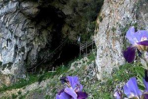 Η  σπηλιά του Αγίου Αρσενίου σε χαράδρα της Θεσπρωτίας