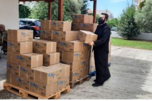 Κομοτηνή: Διανομή τροφίμων σε άπορες οικογένειες από την «Αποστολή» και την Μητρόπολη