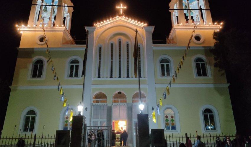 Έγινε η νύχτα – μέρα στην Παναγία Ευαγγελίστρια- Μπράβο πάτερ Χριστοφόρε!