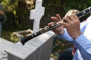 Δεν έγινε το ταφικό έθιμο με λαούτα στο Γηρομέρι Θεσπρωτίας-Μόνο τρισάγια στα μνήματα…