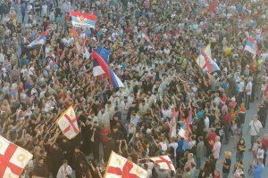 Χιλιάδες Μαυροβούνιοι υποδέχθηκαν τον νέο Μητροπολίτη τους