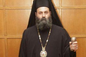 Σε αργία δύο ιερείς από τον Ιωαννίνων Μάξιμο – Χρησιμοποίησαν πλαστικά κουταλάκια στην Θεία Κοινωνία