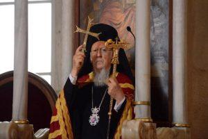Τα ηχηρά μηνύματα του Πατριάρχη Βαρθολομαίου από την Αγία Τριάδα Ταξίμ