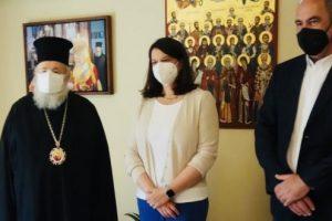 Χανιά: Η Νίκη Κεραμέως στον Μητροπολίτη Δαμασκηνό