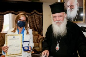 Ο Αρχιεπίσκοπος τίμησε την υφ. Υγείας κ. Ράπτη για την προσφορά της στο Γ.Φ.Τ.