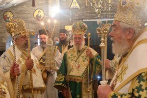Πολυαρχιερατική Θεία Λειτουργία στο μεγαλοπρεπές μοναστήρι με τα 400 σήμαντρα και τις 62 καμπάνες στο Τρίκορφο