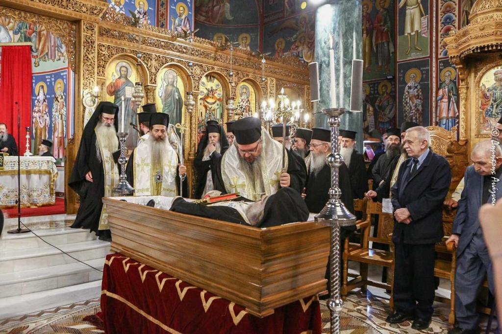 You are currently viewing Κλήρος και Λαός προσευχήθηκε για τον μακαριστό Ιεροκήρυκα, Αρχιμ. π. Σεραφείμ Ζαφείρη