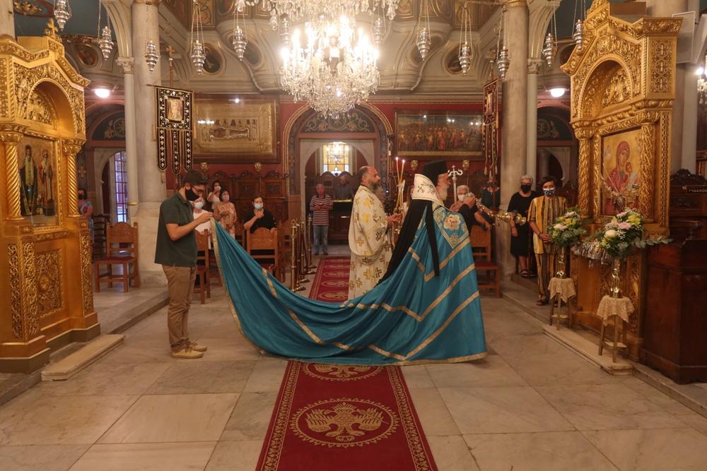 You are currently viewing Ο Παρακλητικός Κανόνας προς την Παναγία στην Ερμούπολη