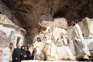 Δεκαπενταύγουστος: Ζωντανά η Θεία Λειτουργία στην Παναγία Σουμελά στην Τραπεζούντα