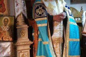 Γονυκλινής προσευχή από τον Μητροπολίτη Κερκύρας για την κατάπαυση των πυρκαγιών