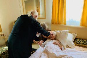 Επίσκεψη του Αρχιεπισκόπου στους φιλοξενούμενους στις Κατασκηνώσεις της Ι.Α.Α.