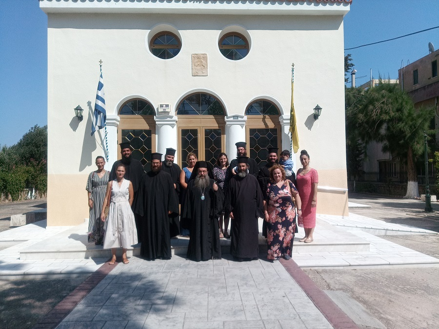 You are currently viewing Ο Σεβ. Χίου Μάρκος  με τους νέους Κληρικούς και τις Πρεσβυτέρες
