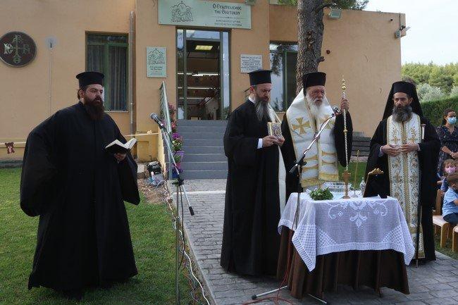 You are currently viewing Ο Αρχιεπίσκοπος Ιερώνυμος απο το Δήλεσι: Τα παιδιά χρειάζονται γερά θεμέλια, για να αντέξουν τις «μπόρες» της ζωής