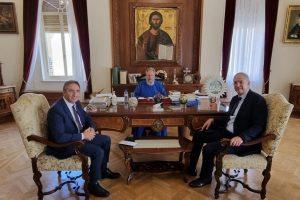 130 χιλ. ευρώ από την Αρχιεπισκοπή Κύπρου για τους πυρόπληκτους