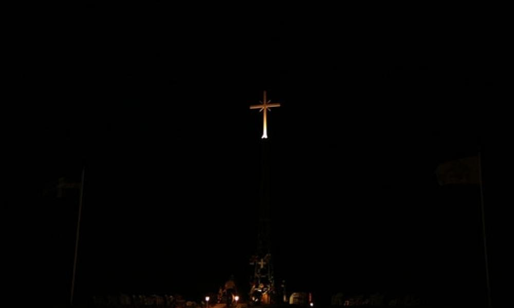 You are currently viewing Ο άξιος πολλών επαίνων Αρχιμανδρίτης Βαρθολομαίος Αστεριάδης απαντά στους Τούρκους για τον τεράστιο φωτεινό σταυρό στη Νέα Βύσσα