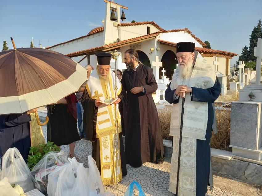 You are currently viewing Τρισάγιο στην μητέρα του Μητροπολίτη Κορίνθου Διονυσίου από τον Μητροπολίτη Γόρτυνος Ιερεμία