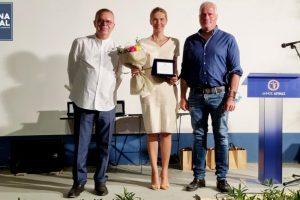 """Ο Δήμος Αίγινας και η Επιτροπή 2021 τίμησαν τη Γελένα Πόποβιτς και συντελεστές της ταινίας """"Ο Άνθρωπος του Θεού"""""""