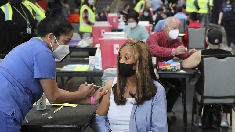 You are currently viewing Νέα Υόρκη: Δικαστής μπλόκαρε προσωρινά τον υποχρεωτικό εμβολιασμό των εργαζομένων στον υγειονομικό τομέα