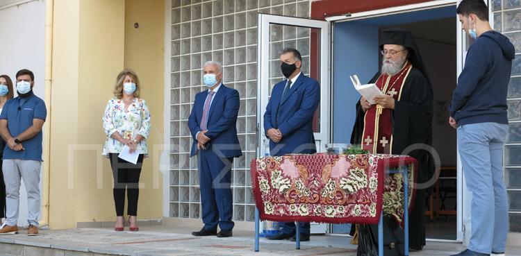You are currently viewing Αρχιμ. Σεβαστιανός Τοπάλης στην Λυκειάρχη Γεν. Λυκείου Αμυνταίου : «Ο Σταυρός θα μολύνει τους ανθρώπους; Ντροπή σας…»