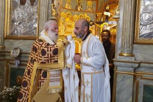 Χειροτονία πρεσβυτέρου απο τον Πατριάρχη Αλεξάνδρείας